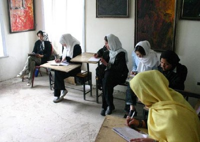Art class at Centre for Contemporary Arts Afghanistan (CCAA)